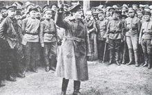 列夫·托洛茨基向红军战士演讲